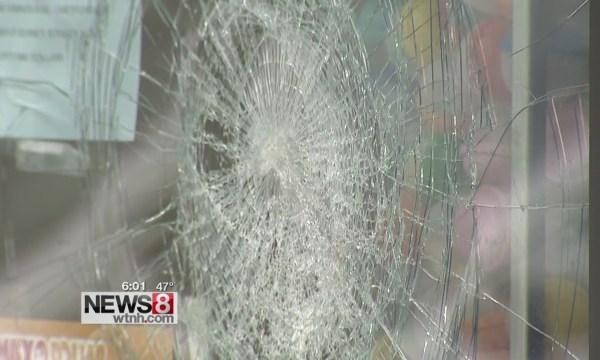 broken glass damaged vandalism_106472