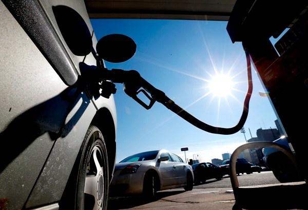 2015-03-23 Oil Prices AP Gas Pump line_93931