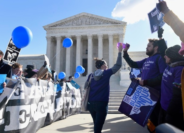 2016-03-02 SCOTUS Texas Abortion_252465