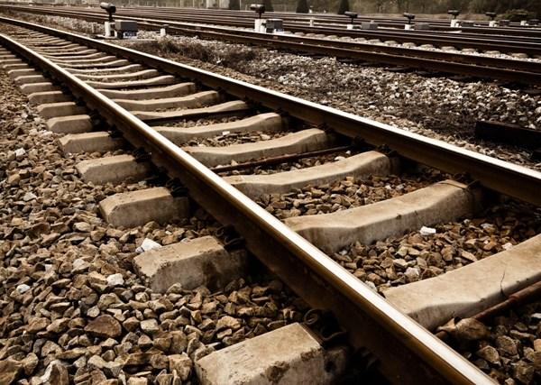 train railroad tracks_81197