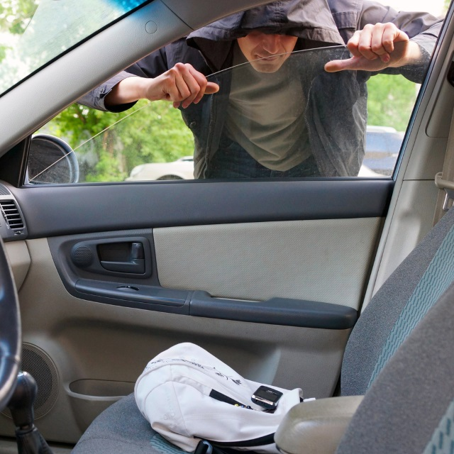 car vehicle break-in burglary_119916