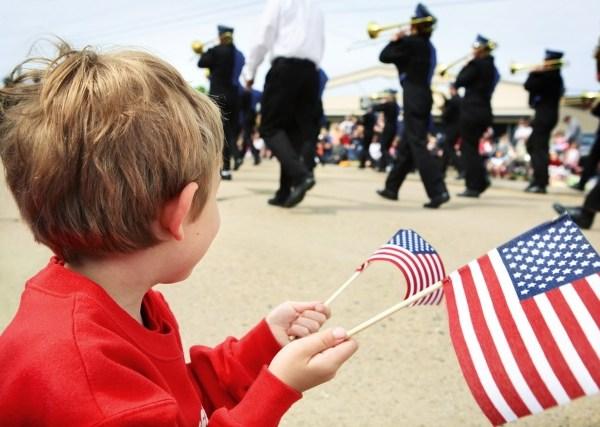 memorial day flag parade_119098