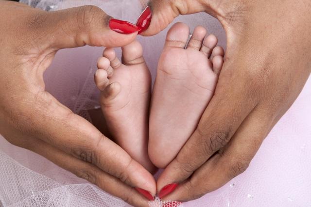 Baby feet Shutterstock_243216