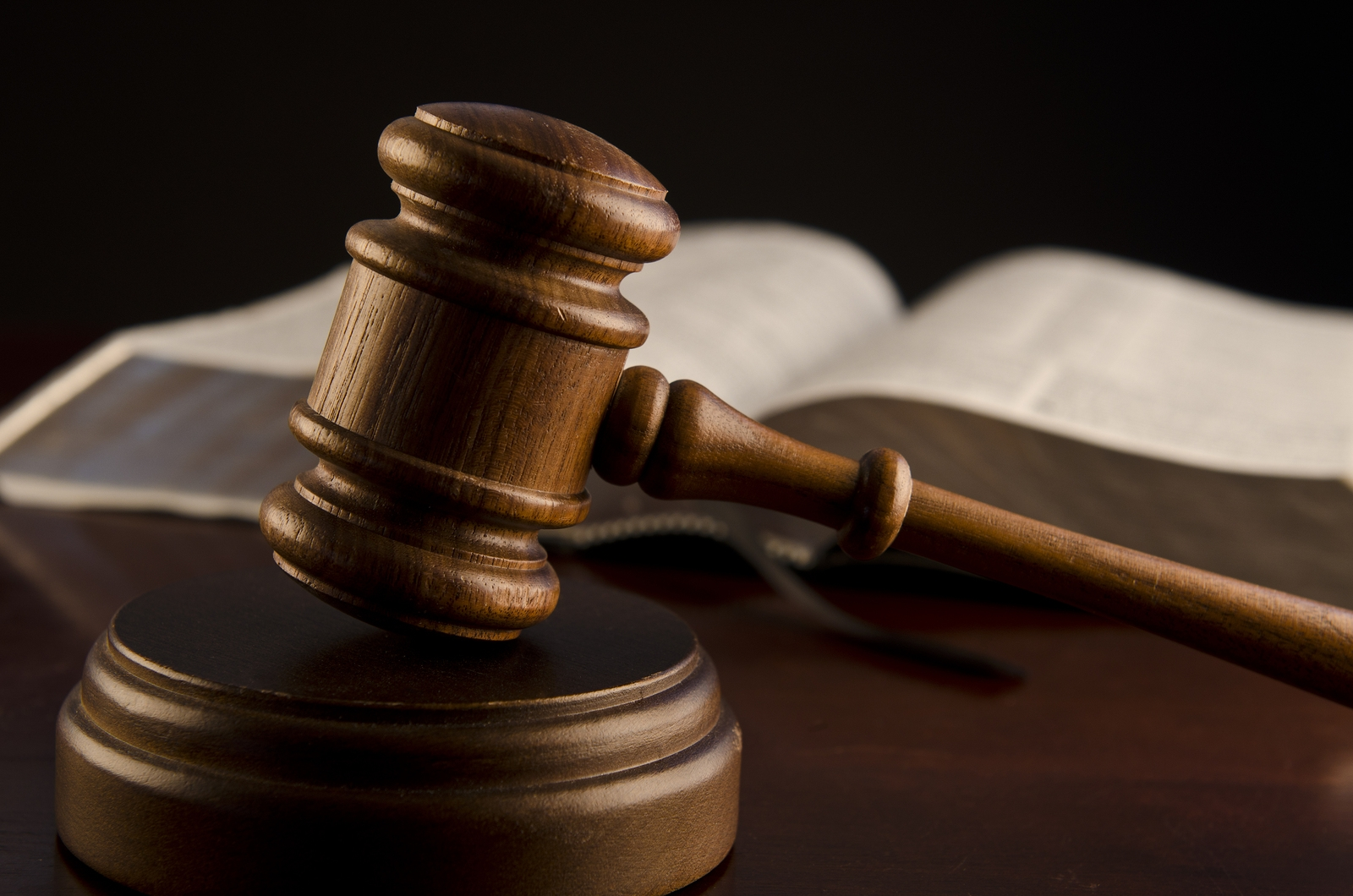 wooden-judges-gavel_306811