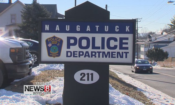 2016-12-20-naugatuck-police-department-sign_370530