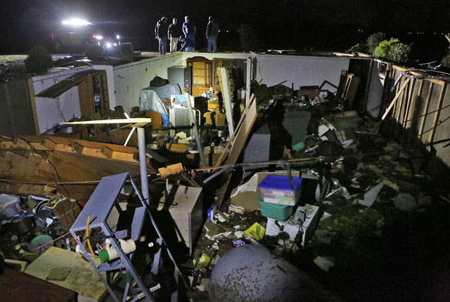 Tornado damage in central US_407375