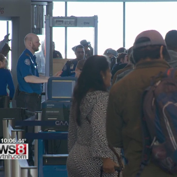 Avoiding problems at the airport during busy travel times