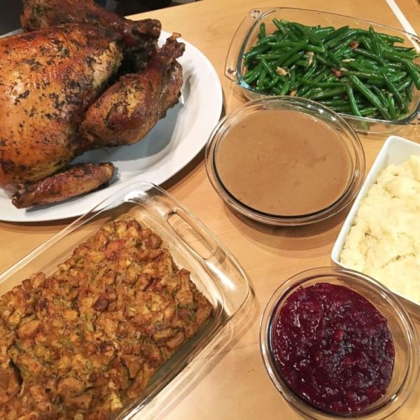 PHOTO_ Good Morning America tried out a prepared meal for Thanksgiving dinner from Whole Foods._5654199000537