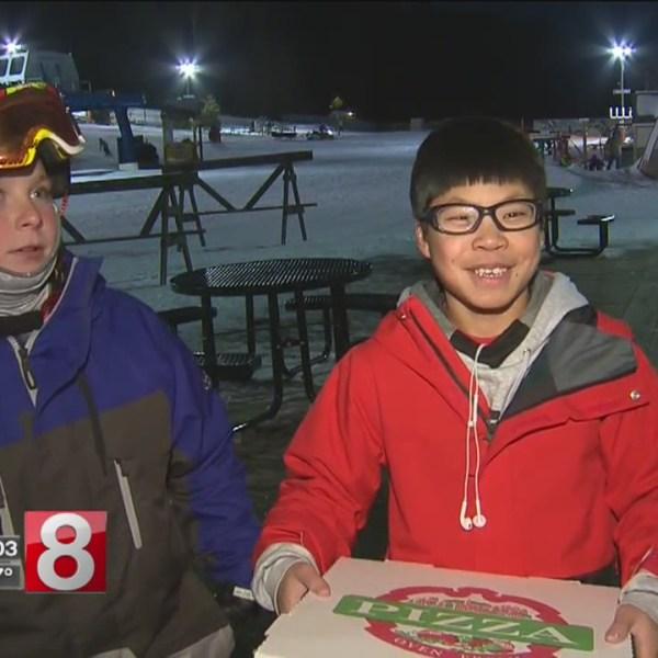 kids skiing pizza_589653