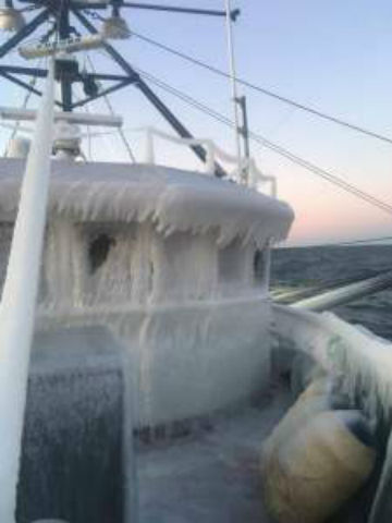 ice-covered-boat_595733