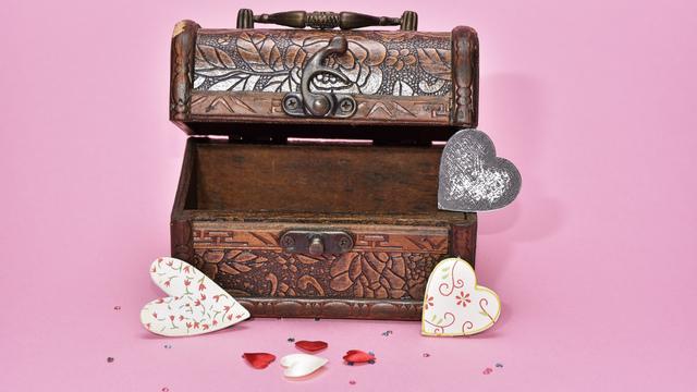 treasure-hunt-valentines-day-gift_1517261660650_337717_ver1-0_32896335_ver1-0_640_360_611162