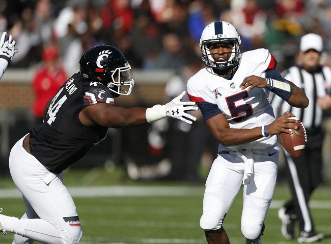 UConn Cincinnati Football_570581