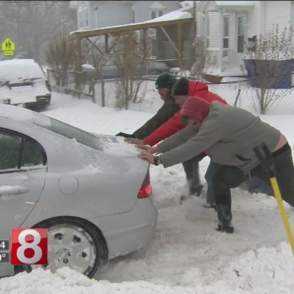 pushing car snow_646096