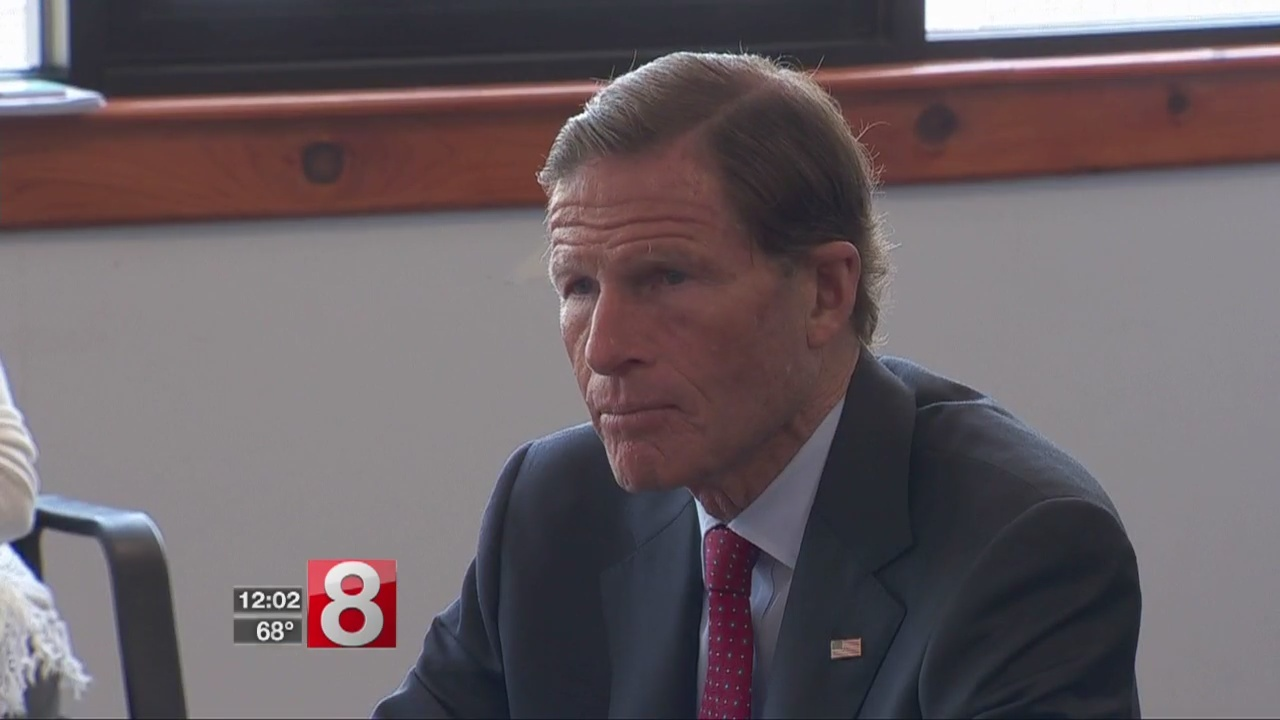 Blumenthal_meets_with_Puerto_Rican_commu_0_20180530163829