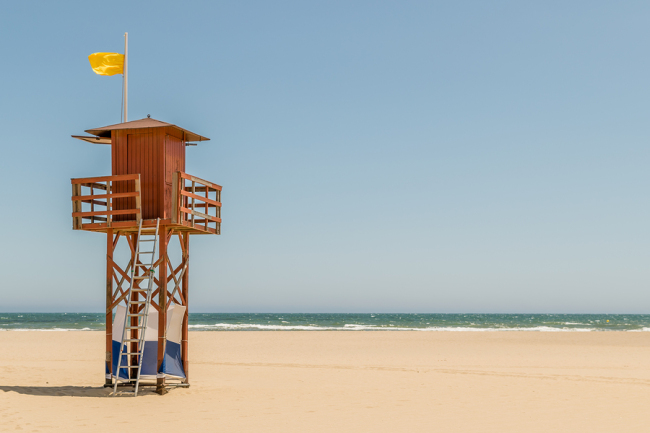 Wooden Lifeguard Tower On An Empty Beach_1523638395937