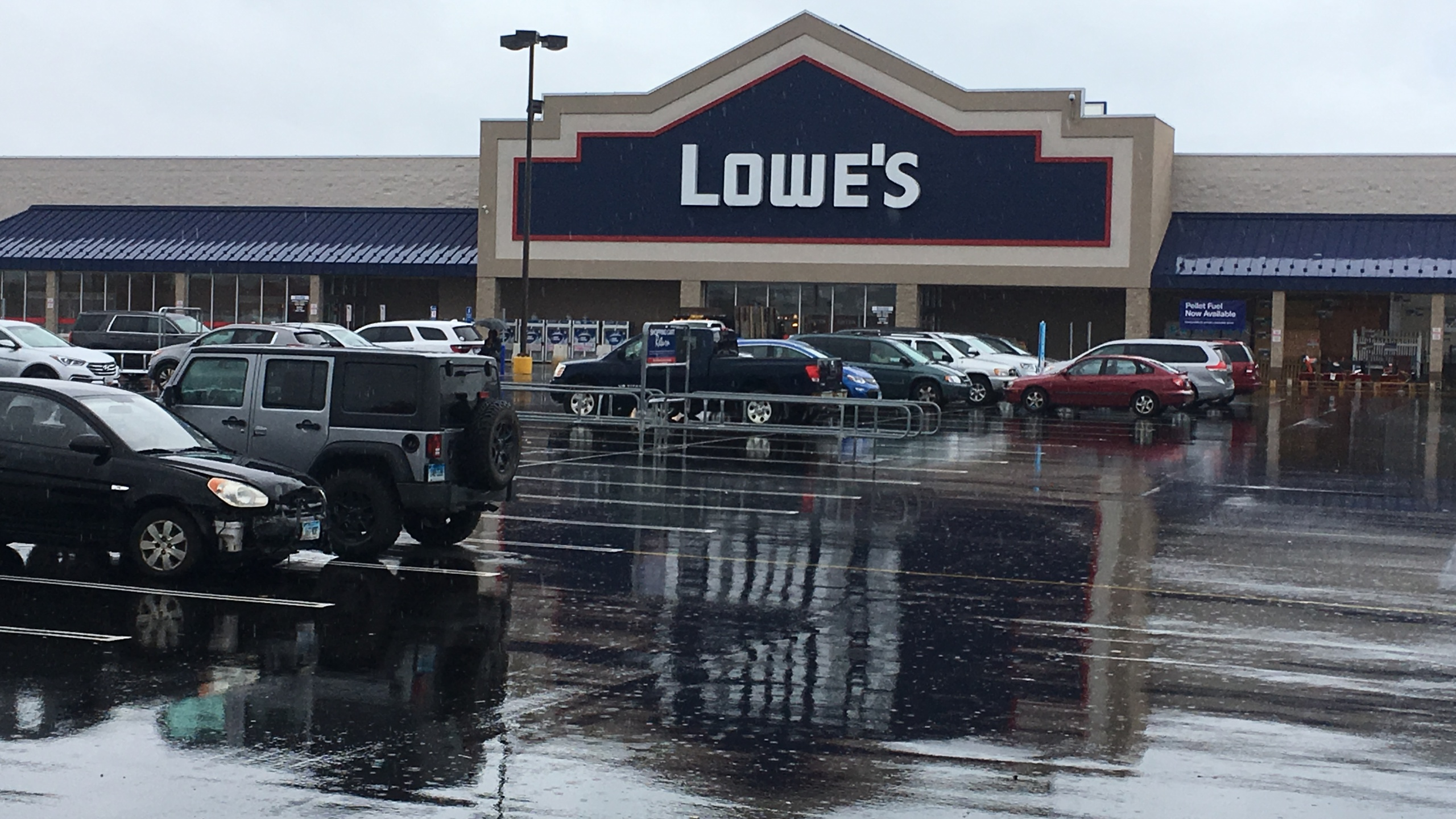 Lowe's laying off thousands of workers | WTNH com