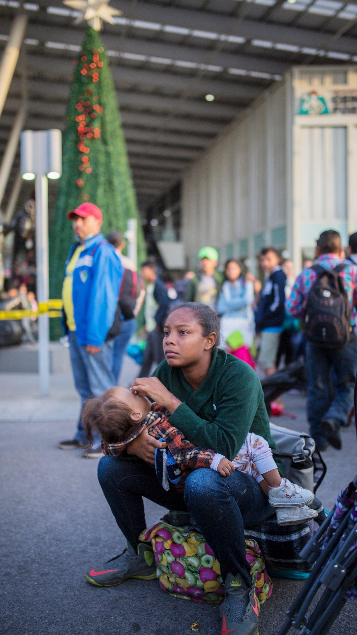 Central America Migrant Caravan_1541881347712