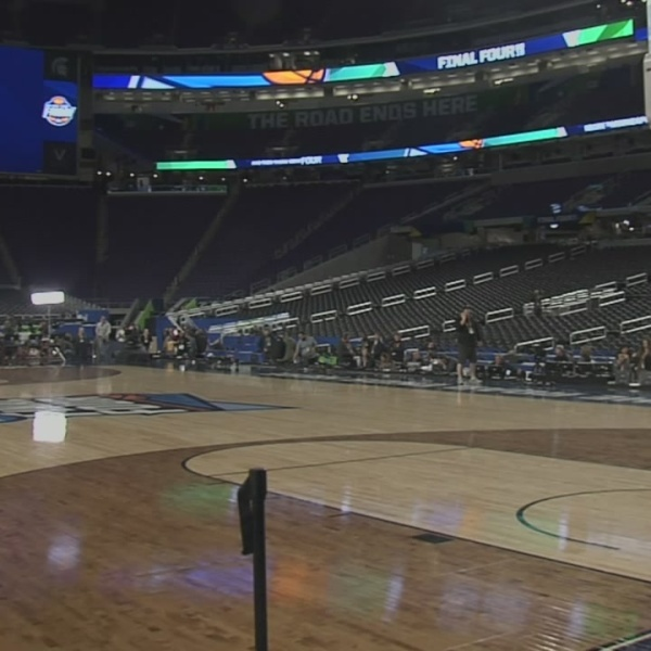 """""""It's huge."""" Spartans in awe of U.S. Bank Stadium"""