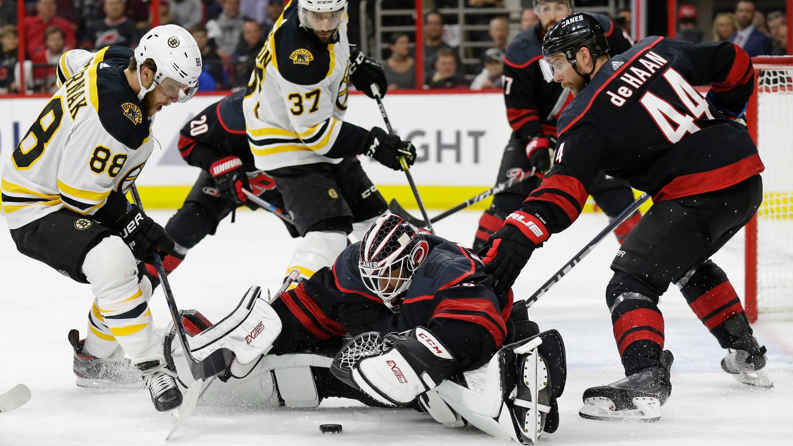 APTOPIX_Bruins_Hurricanes_Hockey_68103-159532.jpg75306158