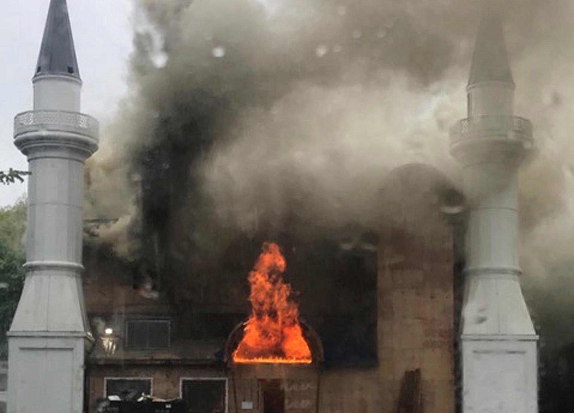 Mosque_Fire_60517-159532.jpg97418650