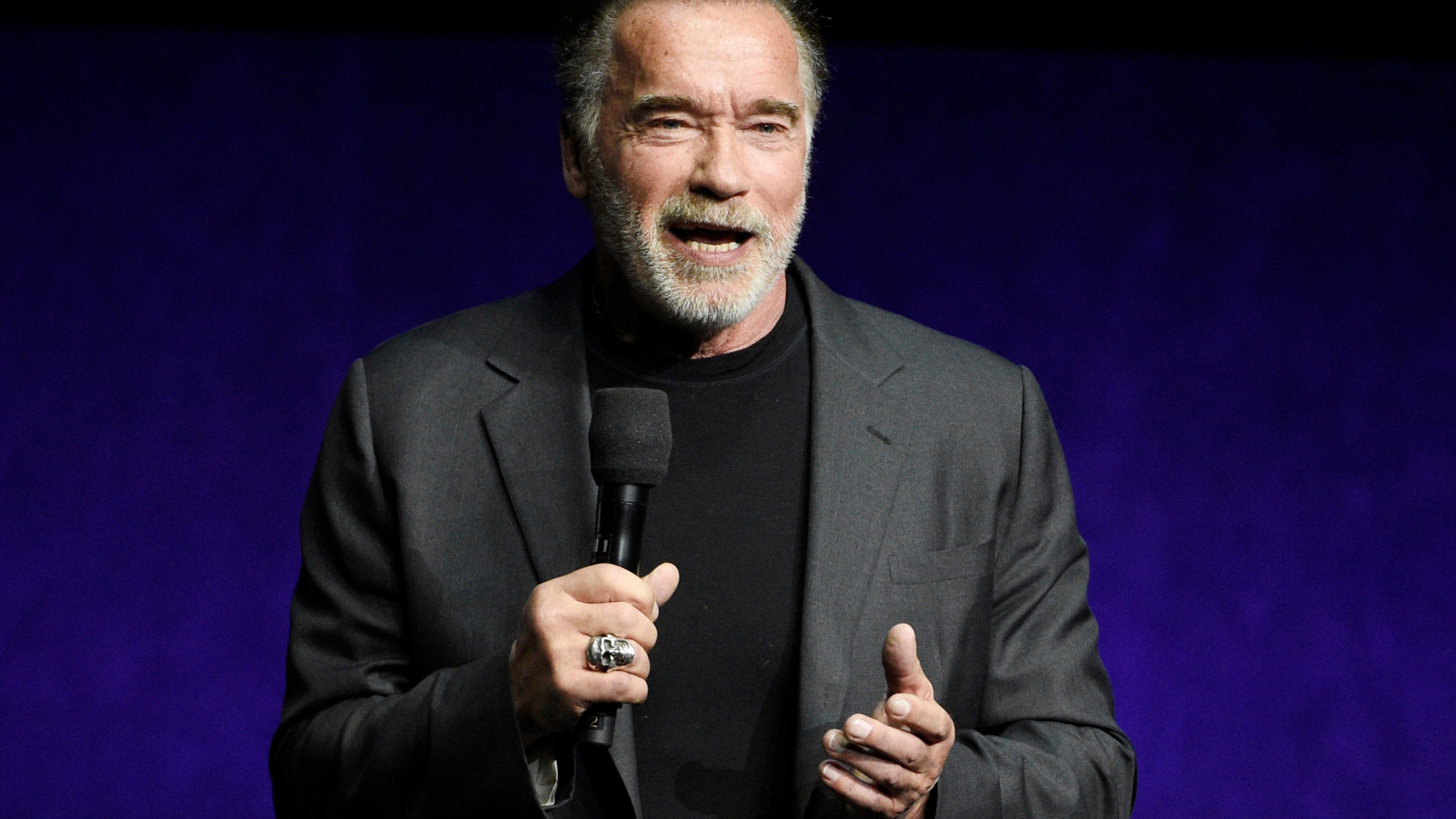 South_Africa_Schwarzenegger_Kicked_84280-159532.jpg77699999