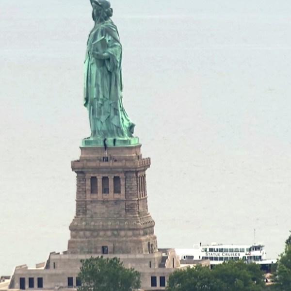 Statue_of_Liberty_Arrests_79193-159532.jpg25229638