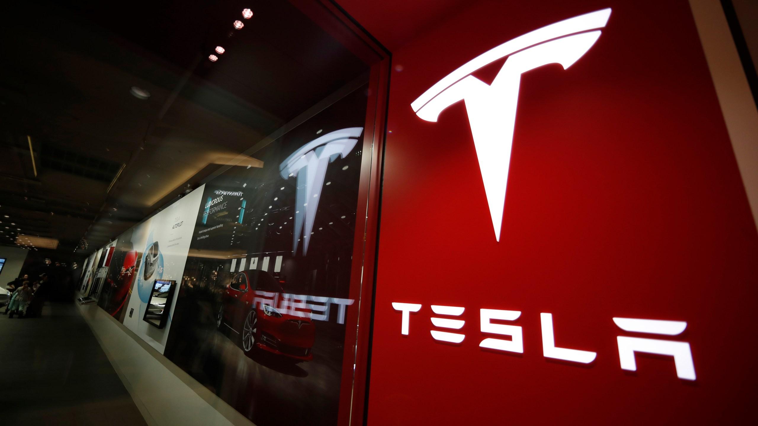 Tesla_Autopilot_09836-159532.jpg01451161