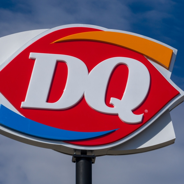 Dairy Queen Restaurant Sign And Logo_1535497932933