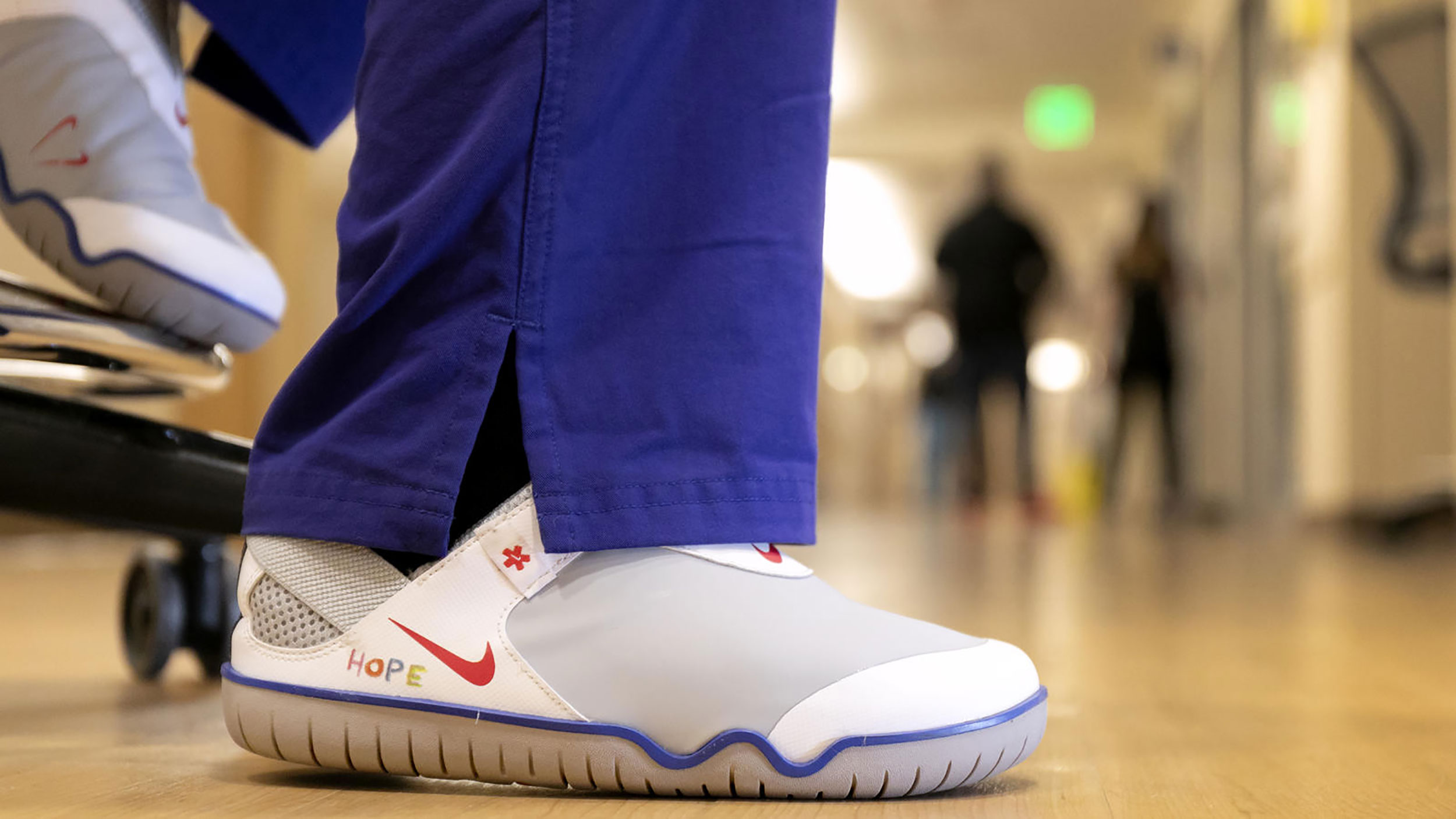 Nike To Donate 30 000 Shoes To Healthcare Workers Fighting Coronavirus Wtnh Com