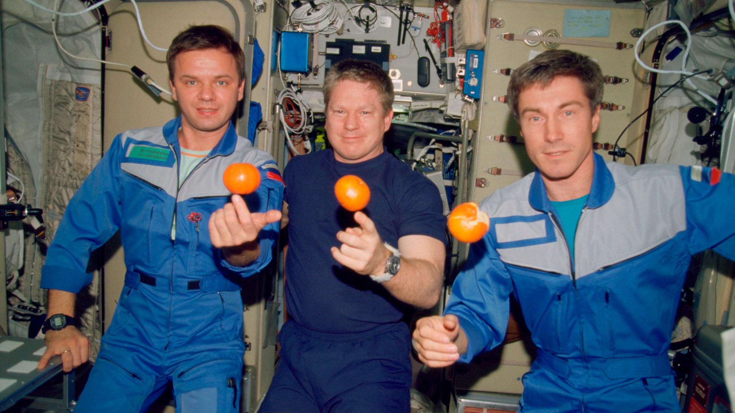 Yuri P. Gidzenko, William M. Shepherd, Sergei K. Krikalev