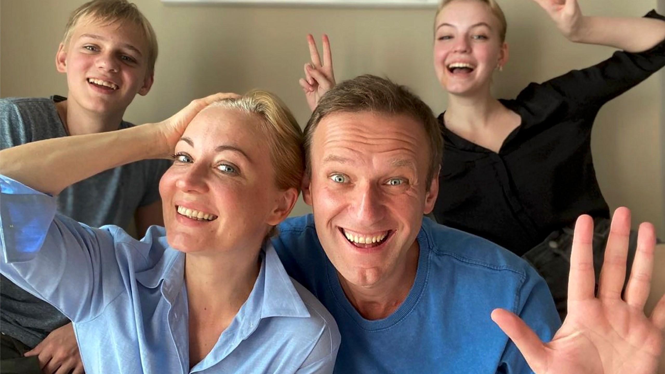 Kremlin Foe Navalny Says He Will Fly Home Despite Threats Wtnh Com